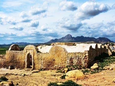 Partez à l'aventure pour l'impressionnante Zriba Olia