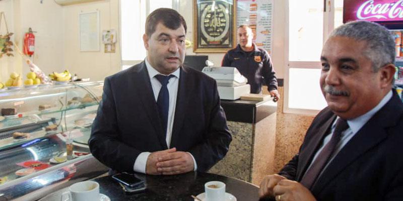 En vidéo : Avant de rejoindre son bureau, René Trabelsi prend son café à l'Avenue